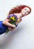 Dziewczyna z żółtym tulipanem zdjęcie stock