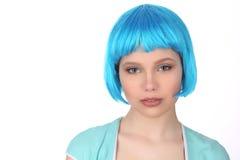 Dziewczyna z błękitną peruką z bliska Biały tło Zdjęcie Royalty Free