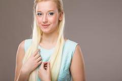 Dziewczyna z błękitnymi cieniami na ona twarz Obraz Stock