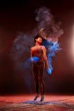 Dziewczyna z barwionym proszkiem Zdjęcie Royalty Free