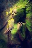 Dziewczyna z barwionym proszkiem Obrazy Royalty Free