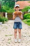 Dziewczyna z bochenkiem chleb fotografia stock