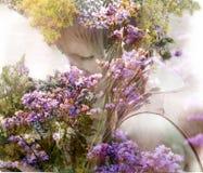 Dziewczyna z bukietem fragrant trawy zdjęcie royalty free