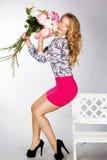 Dziewczyna z bukietem róże Zdjęcie Royalty Free