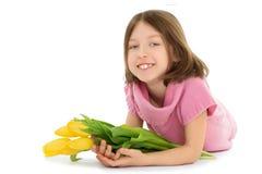 Dziewczyna z bukietem tulipany obraz stock