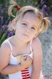 Dziewczyna z ciastkami zdjęcie royalty free