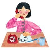 Dziewczyna z ciemnym prostym włosy w menchiach, opowiada na telefonie ilustracji