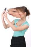 Dziewczyna z dużą zniekształcającą głową bierze selfie z bliska Biały tło Fotografia Royalty Free