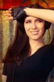 Dziewczyna z Dużymi hełmofonami na Grunge tle Obraz Stock