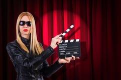Dziewczyna z film deską fotografia royalty free