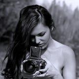 Dziewczyna z format średnią kamerą Obraz Royalty Free