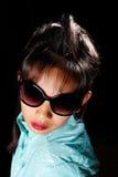Dziewczyna z grzebieniem na swój głowie Zdjęcia Stock