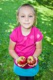 Dziewczyna z jabłkami Fotografia Royalty Free