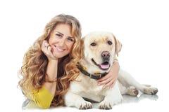 Dziewczyna z jej psem zdjęcia royalty free