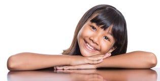 Dziewczyna Z Jej twarzy odbiciem V fotografia royalty free