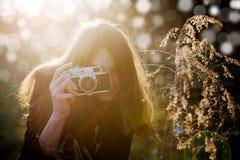 Dziewczyna z kamerą Fotografia Royalty Free