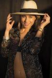Dziewczyna z kapeluszem fotografia stock
