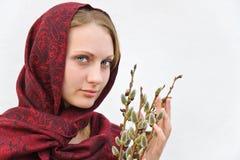 Dziewczyna z kici wierzbą. Obrazy Stock