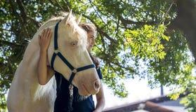 Dziewczyna z koniem Zdjęcia Stock