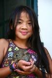 Dziewczyna z królikiem zdjęcia royalty free