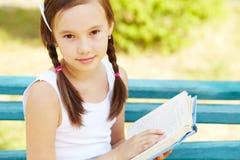 Dziewczyna z książką Fotografia Royalty Free