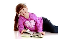 Dziewczyna z książką Obrazy Stock