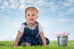 Dziewczyna z kwiatami obraz stock