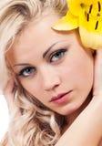 Dziewczyna z kwiatem Obraz Royalty Free