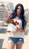 Dziewczyna z kwiatu beauti wierzchołkiem Obrazy Royalty Free