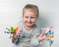 Dziewczyna z lal kukłami na jej rękach Obraz Royalty Free