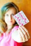 Dziewczyna z lekiem Obraz Stock