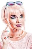 Dziewczyna z okularami przeciwsłonecznymi i makeup w stylowej wystrzał sztuce Zdjęcia Stock