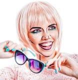 Dziewczyna z okularami przeciwsłonecznymi i makeup w stylowej wystrzał sztuce Zdjęcie Stock