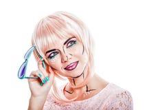 Dziewczyna z okularami przeciwsłonecznymi i makeup w stylowej wystrzał sztuce Fotografia Royalty Free