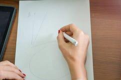 Dziewczyna z piórem w jej ręce Obraz Royalty Free