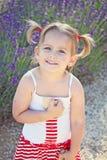 Dziewczyna z pleceniami w ogródzie zdjęcie royalty free