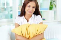 Dziewczyna z poduszką zdjęcie stock