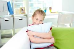 Dziewczyna z poduszką fotografia stock