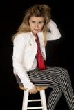 Dziewczyna z postawy obsiadaniem na prętowej stolec Obraz Royalty Free