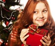 Dziewczyna z prezenta pudełkiem Fotografia Stock
