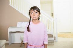 Dziewczyna z pustym wyrażeniem obraz royalty free