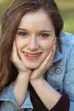 Dziewczyna z rękami na policzkach Obraz Stock