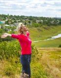 Dziewczyna z rękami podnosić w wiatrze Obraz Royalty Free