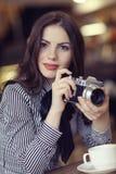 Dziewczyna z rocznik kamerą obrazy stock