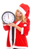 Dziewczyna z Santa kapeluszowym mienia zegarem Zdjęcia Royalty Free