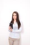 Dziewczyna z smartphone Zdjęcia Royalty Free