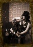 Dziewczyna z starą kamerą Fotografia Royalty Free