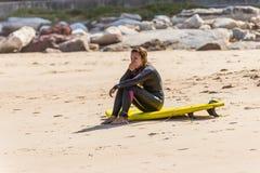 Dziewczyna z surfboard przy Bondi plażą, Sydney, Australia Obrazy Royalty Free
