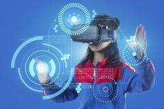 Dziewczyna z szkłami rzeczywistość wirtualna Obraz Royalty Free