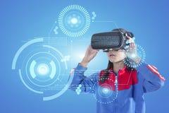 Dziewczyna z szkłami rzeczywistość wirtualna Zdjęcia Royalty Free